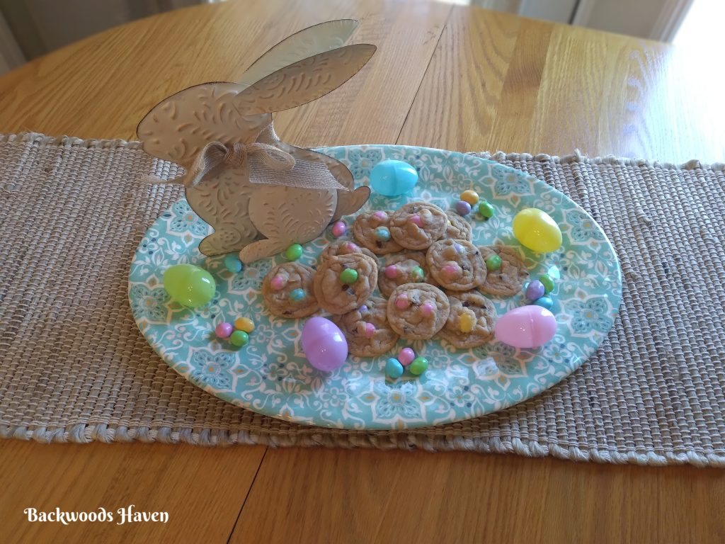 SIMPLE AND EASY EASTER CHOCOLATE CHIP COOKIES