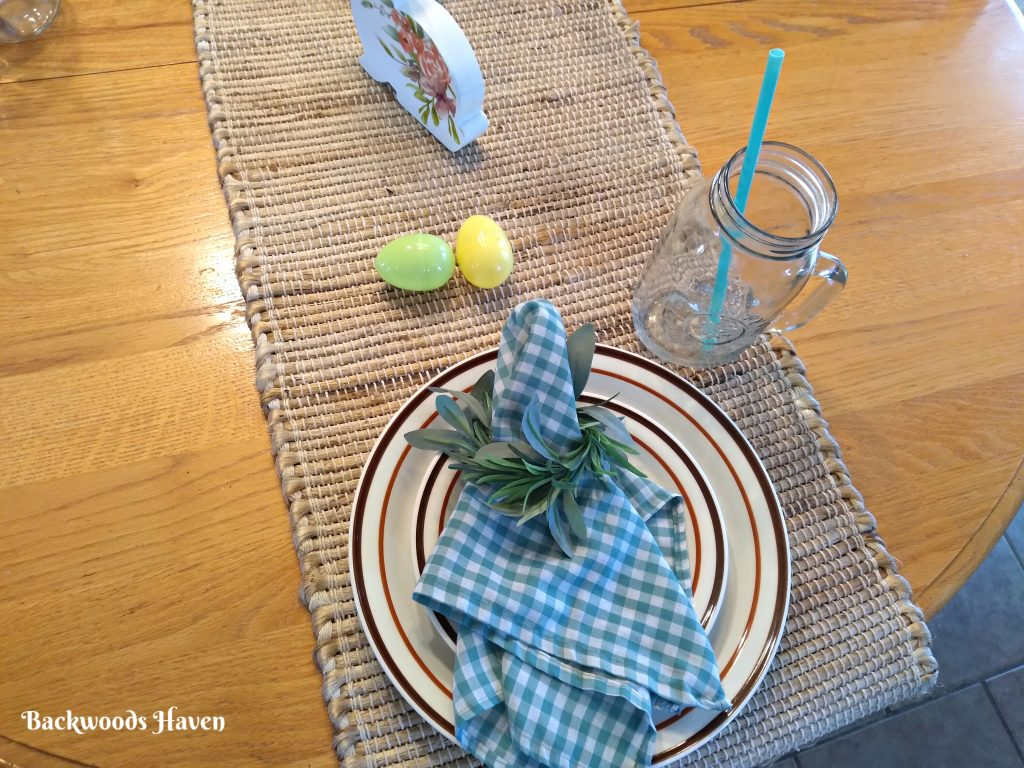 SIMPLE EASTER AND SPRING DECORATING IDEAS FOR YOUR HOME, TABLESCAPE WITH GREEN CHECKERED NAPKINS