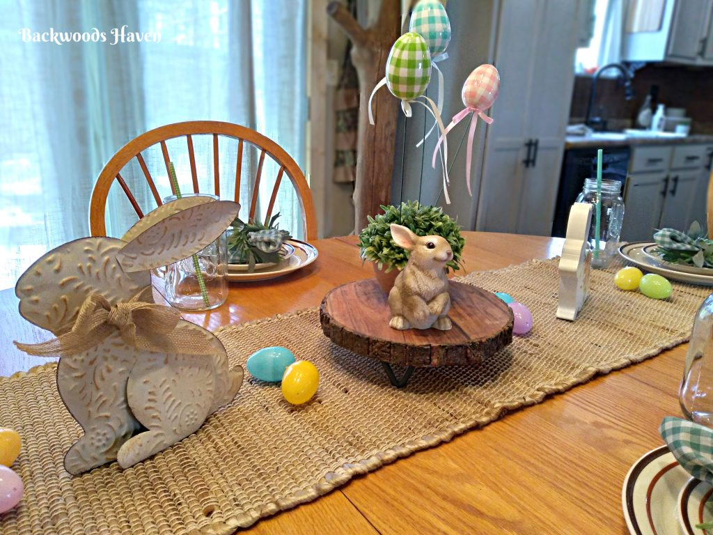 EASTER AND SPRING TABLESCAPE. BUNNIES AND EGGS