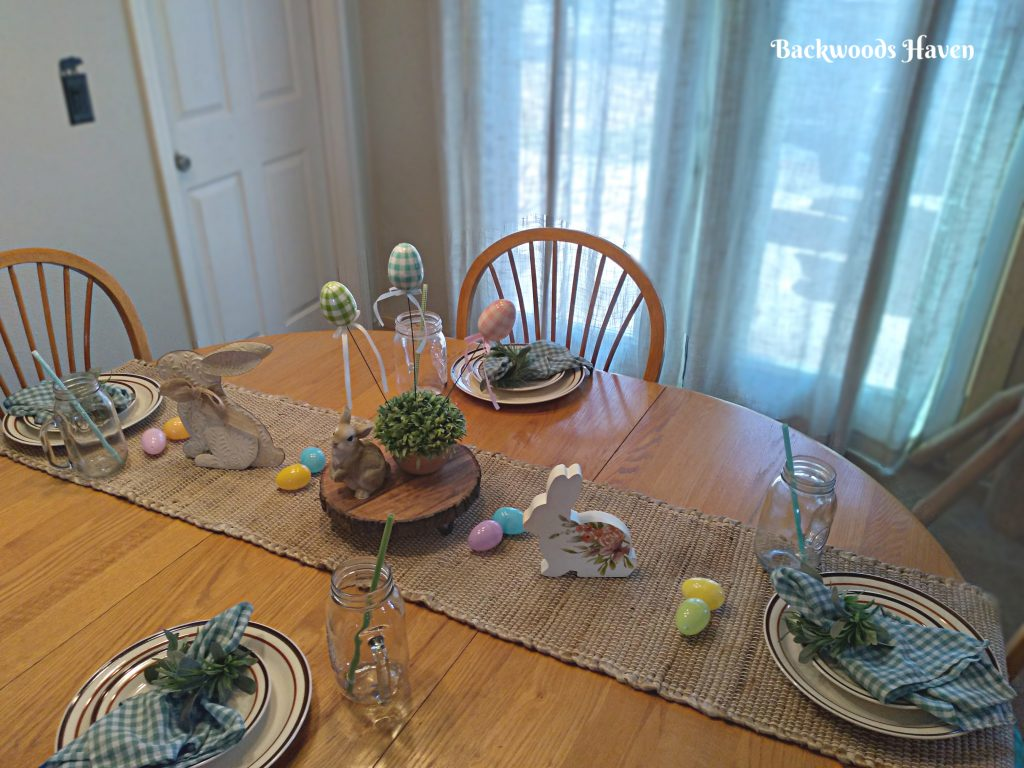 SIMPLE EASTER AND SPRING TALBESCAPE. DECORATING IDEAS FOR YOUR HOME