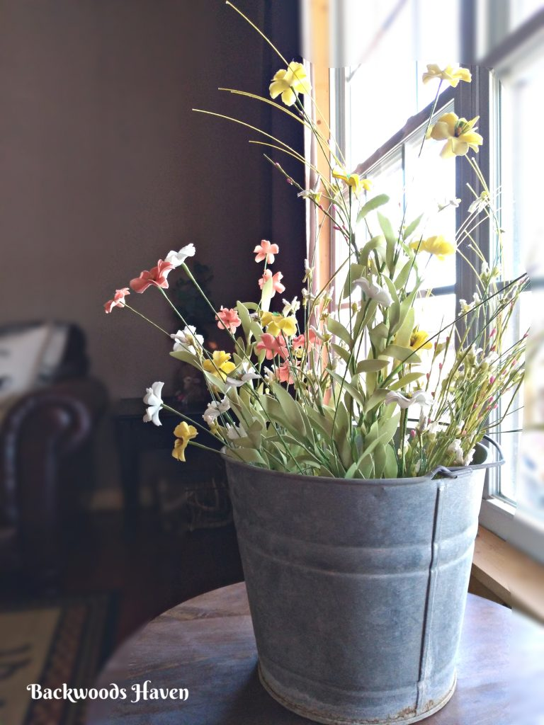 SIMPLE EASTER AND SPRING DECORATING IDEAS FOR YOUR HOME. SPRING WILDFLOWERS IN GALVANIZED BUCKET
