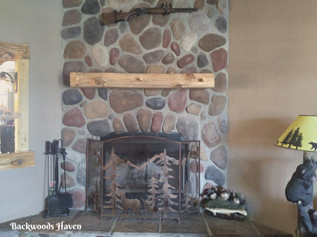 DECORATING A CABIN FIREPLACE MANTEL