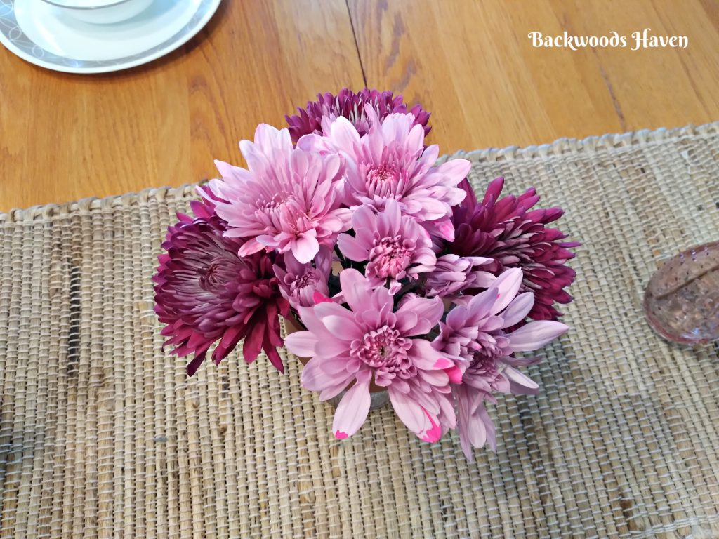 PURPLE AND PINK FLOWERS FOR MOTHERS DAY TABLESCAPE
