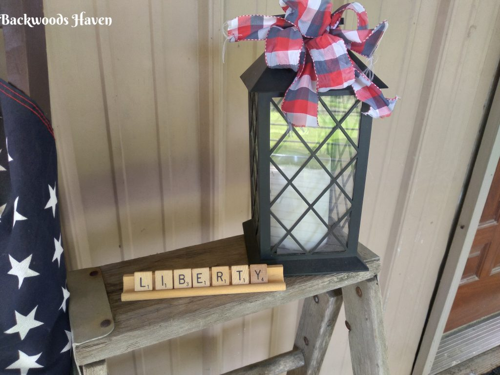 inexpensive front porch 4th of July decor ideas